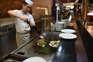 The whole buffet has a total length of 60 square meters and offers, apart from the Mongolian buffet, even a Chinese, Thai, Japanese and Vietnamese buffet with many ready-made dishes. © Zhou`s Five