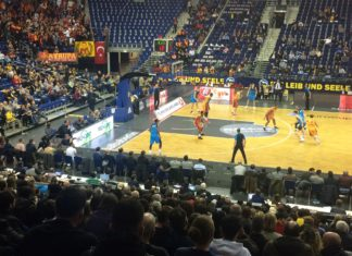 Alba Berlin against Galatasaray Istanbul.