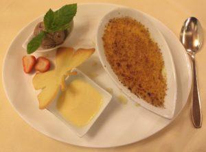 Super delicious: a dessert at the restaurant Zum Roten Bären in Freiburg im Breisgau. © 2017, Münzenberg Media, Photo: Stefan Pribnow