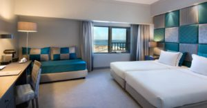 Looks of a room at the Tivoli Oriente Lisboa hotel with view of the Tagus. © Minor Hotels